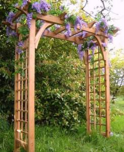 Деревянная садовая арка